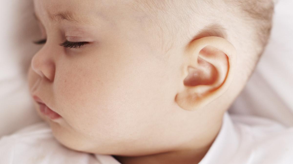 cara_membersihkan_telinga_anak