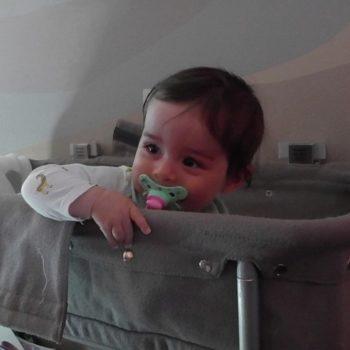 bayi_naik_pesawat